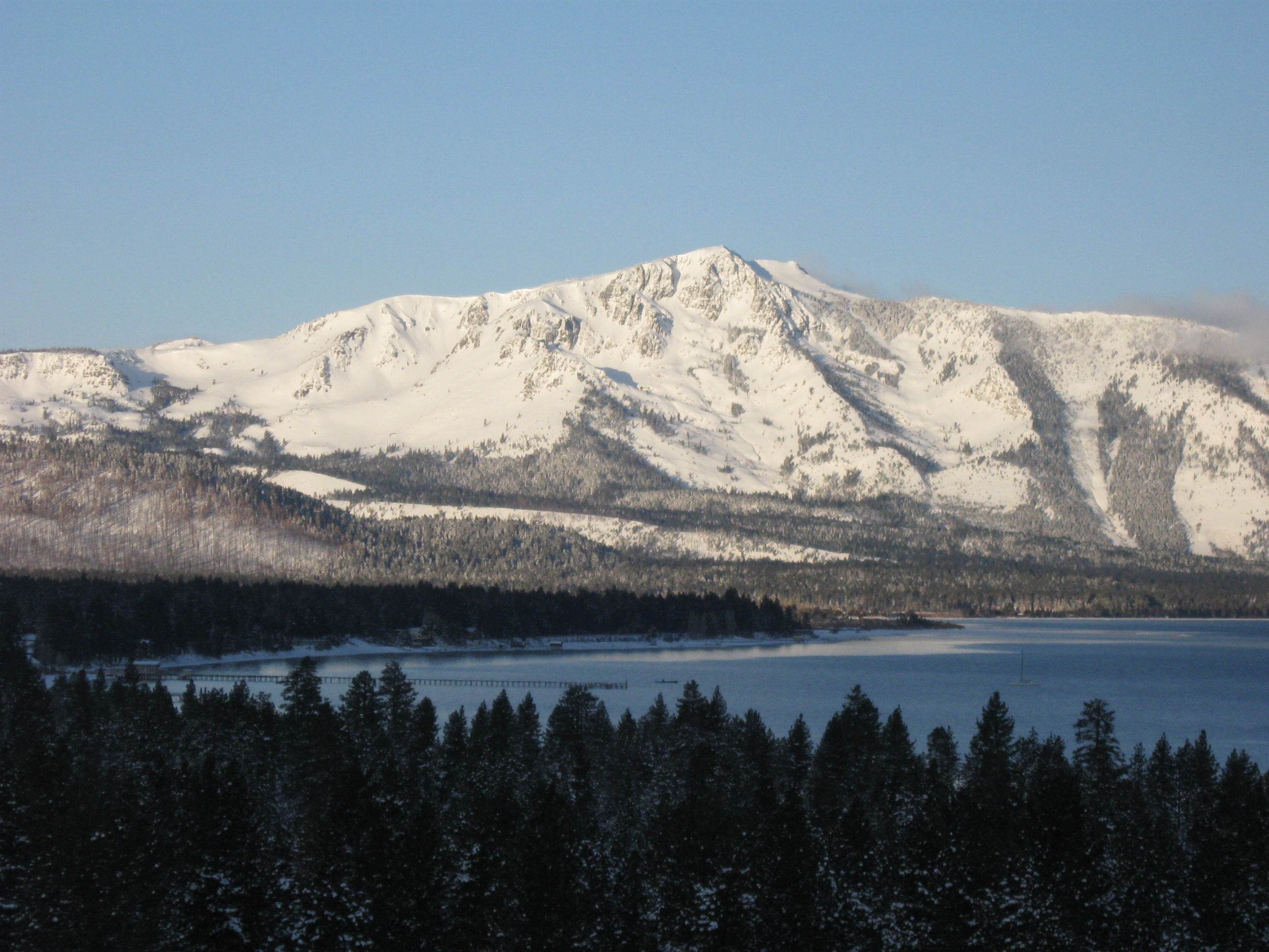 lake_tahoe_morning_mountain